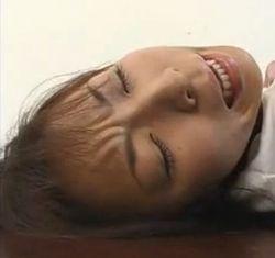 【JKの潮ふき・オナニー動画】体操着のJKのバイブH無料動画。バイブでオナって感じまくる身体操着JK-3:05