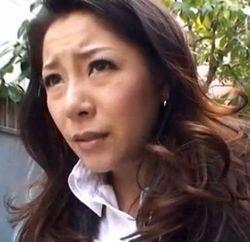 【お姉さんの潮ふき・オナニー動画】マンコに食材をズボって感じまくる美人お姉さん-22:31
